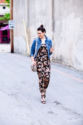 jumpsuit,office outfits,floral jumpsuit,denim,denim jacket,sandals,black sandals,bag,grey bag