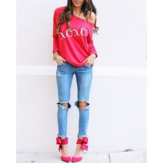 shirt sweatshirt red xoxo graphic sweatshirt valentine 28719 red sweater graphic tee valentines day gift idea valentines day red shirt red top cute red top off the shoulder off the shoulder top off the shoulder shirt off the shoulder sweater hugs and kisses kisses kisses and hugs hugs