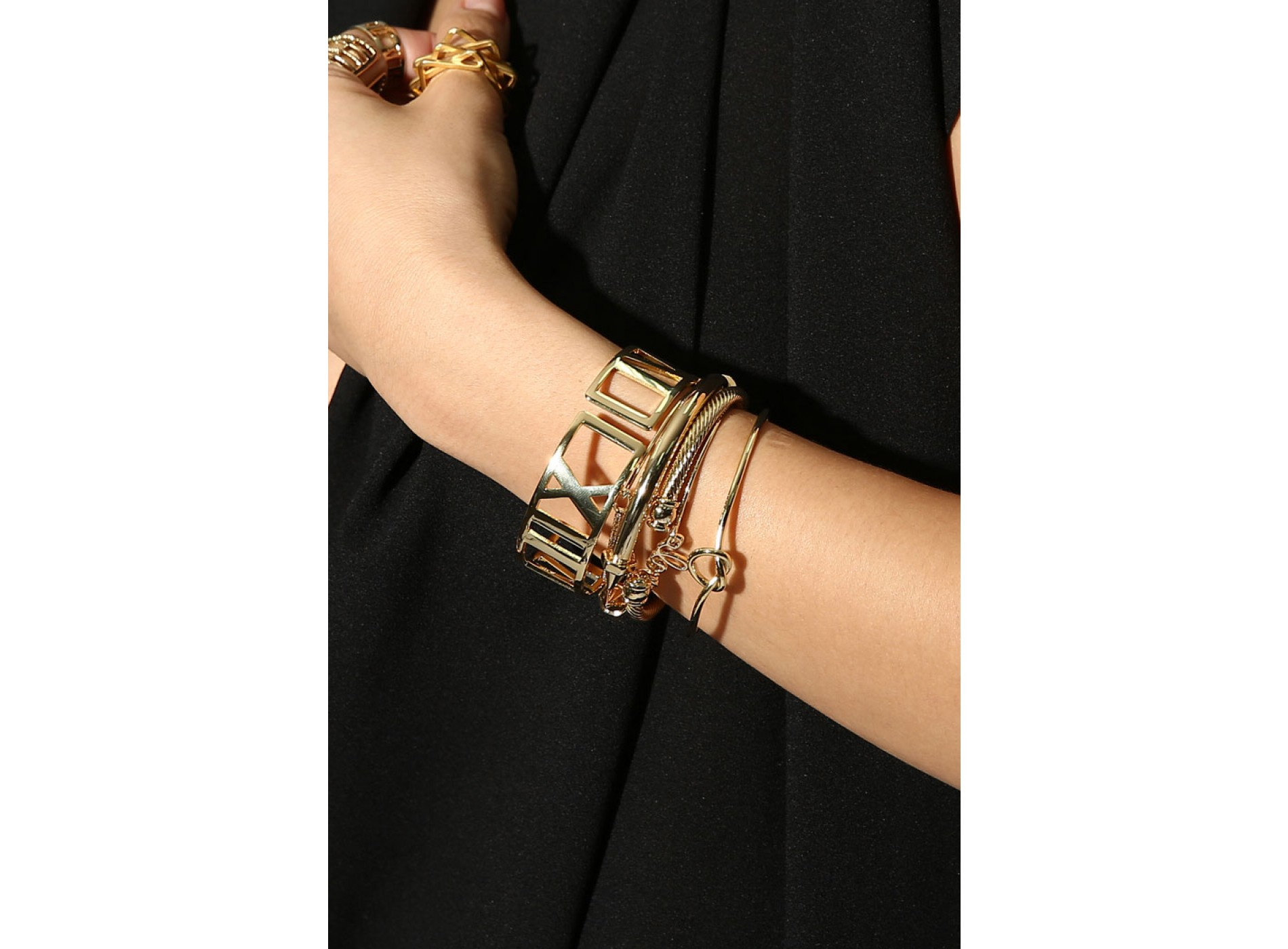 ATLAS GOLD BANGLE