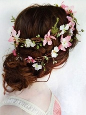 hair accessory,pink,white,flower crown,pretty,stylish,hipster wedding