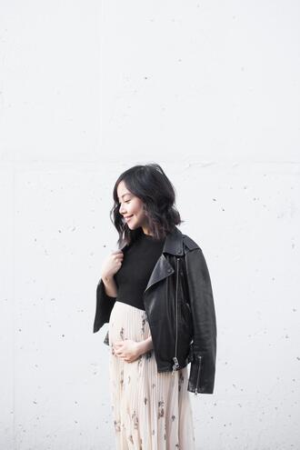herwaisechoice blogger jacket sweater skirt pleated skirt black leather jacket maternity