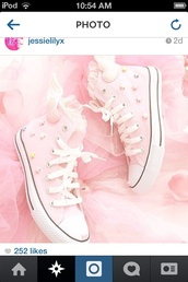 shoes,pink converse,stars,heart wings,lace,converse,kawaii,wings,baby pink