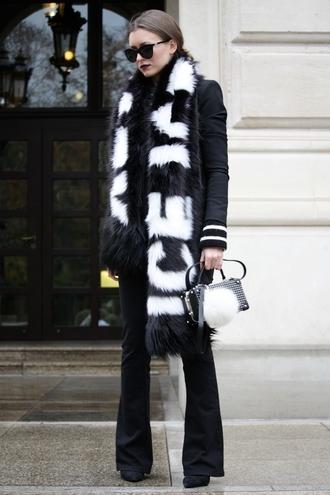livia auer mode faucon   by livia auer blogger jacket sweater sunglasses jeans scarf bag shoes