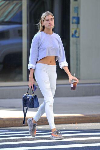 leggings sneakers crop tops cropped sweater sweatshirt hailey baldwin model off-duty streetstyle shoes sweater