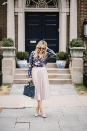 bows&sequins,blogger,shoes,bag,sunglasses,make-up,skirt,pleated midi skirt,floral printed blouse,blouse,tote bag,pumps,sparkly pumps,blogger style