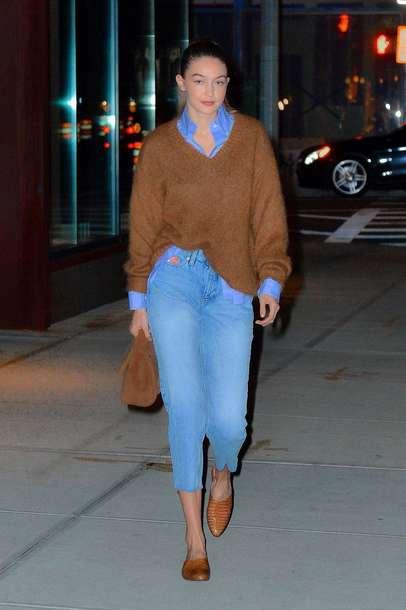 sweater gigi hadid fall outfits model off-duty fall sweater fall colors denim jeans