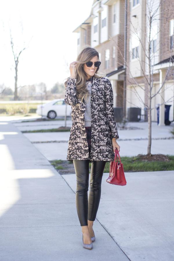 9036e1bc5e5 chicstreetstyle blogger sweater shirt leggings shoes jewels fall outfits  red bag handbag black leather pants.