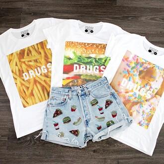 t-shirt junk food batoko www.batoko www.batoko.com fries hamburger donut white tees white t-shirt celebrity fashion denim shorts denim high waisted shorts levis 501 501s hipster fashionista