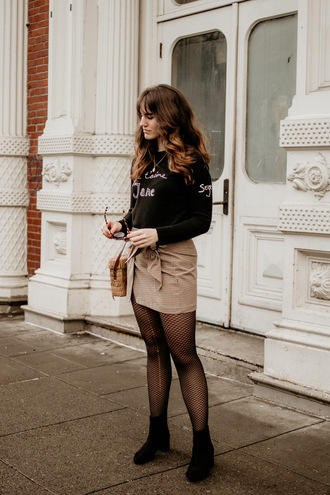 the mop top blogger sweater jewels skirt tights shoes bag sunglasses fishnet tights ankle boots basket bag mini skirt