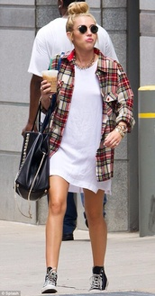 top,miley cyrus,plaid shirt,oversized shirt,flannel