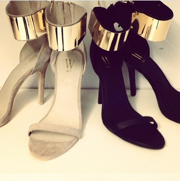 shoes gold goldplated highfashion fashion killa white high heels black high heels sparkle high heels bows heels metal chic gold plated black heels
