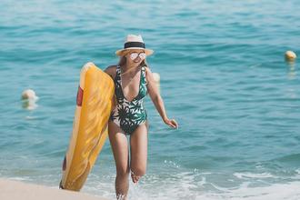 my blonde gal blogger swimwear sunglasses hat jewels v neck palm tree print pool accessory mirrored sunglasses sun hat one piece swimsuit
