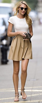 skirt,camel,soft skirt,short skirt,casual skirt,cute skirt,pleated skirt,classy,clothes,brown skirt,candace swaenpool,shirt,beige,tan,brown,mini skirt,midi skirt,top,pants