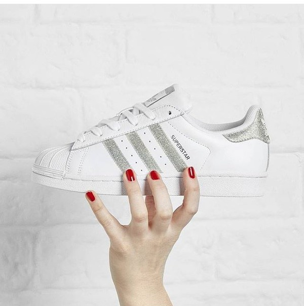 adidas originals superstar frauen ausbilder in white & metallic - silber