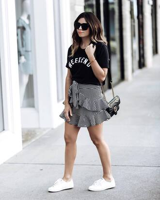 skirt tumblr mini skirt streetstyle striped skirt ruffle sneakers white sneakers low top sneakers bag t-shirt black t-shirt shoes