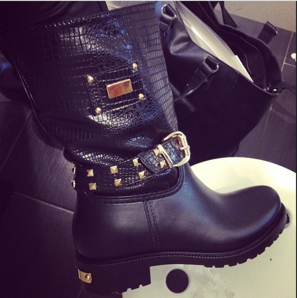 shoes boots boots with spikes and cheetah print black boots chelsea boots biker boots spikes gold sequins black and gold leather jacket leather boots leather black leather tumblr outfit tumblr shoes girly grunge edgy edgy