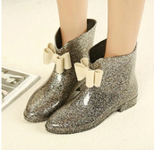 shoes,rain shoes,rainboots,black,silver,bow
