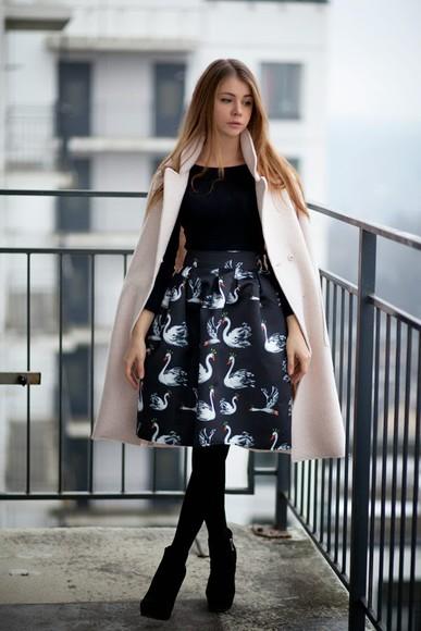 swan print blogger acid coke coat flare skirt