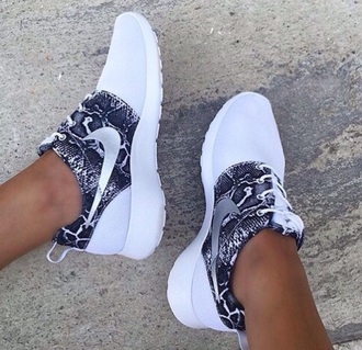 shoes nike nikes fashion just do it running shoes nike sneakers nike running shoes black and white black white nike roshe run roshe runs nike shoes snake print low top sneakers snake skin roshes whiteroshes sneakers