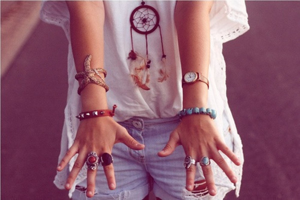 shirt sea beach water hipster hippie jewels dreamcatcher watch bracelets ring shorts withe and orange dreamcatcher necklace