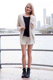 sweater,cardigan,beige cardigan,beige,fluffy,fluffy cardigan,white shorts,black t-shirt,cute