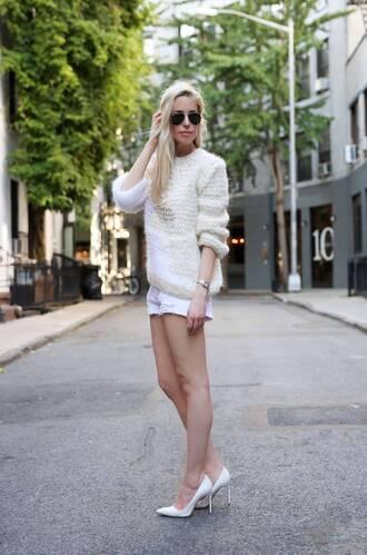 yael steren blogger sweater shorts shoes jewels sunglasses make-up nail polish