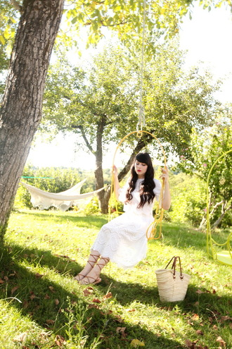 the cherry blossom girl blogger romantic zara white top white skirt