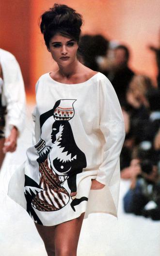 dress byblos amazing white black brown gold lady helena christensen african print