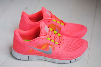 shoes nike shoes pink love sportswear running shoes pink shoes nike running coral inlove nike free run neon pink nike free neon pink nike free neon peach saumon style nike air white cute sporty girly nikesport workout exercise shoes nike running shoes jeans