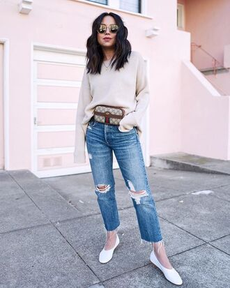 bag jeans ripped jeans straight jeans shoes flats white shoes gucci gucci bag belt bag white sweater sweater necklace sunglasses