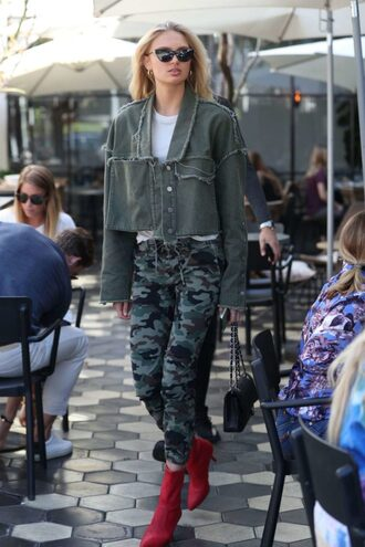 jacket pants camouflage model off-duty fall outfits boots romee strijd