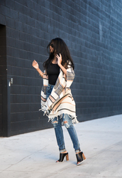 walk in wonderland,blogger,poncho,ripped jeans,peep toe heels,jeans,shoes,mules