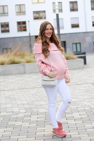 fabesfashion blogger sweater pants shoes maternity pink sweater shoulder bag sneakers pink sneakers
