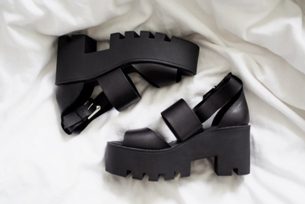 shoes black sandals chunky sandals hipster shoes chunky boots grunge shoes platform shoes platform sandals black sandals sandals buckles