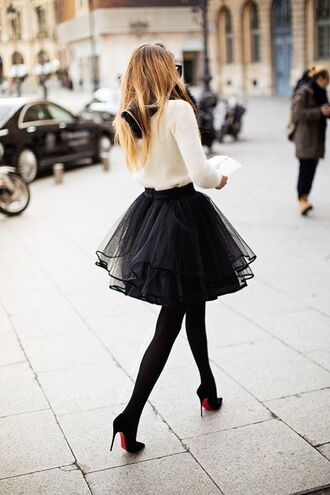 skirt pullover white pullover black skirt vintage vintage pullover t-shirt tulle skirt bow white pullover black louboutin winter sweater winteroutfit