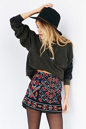 skirt boho bohemian cute cool urban teenagers back to school casual festival hipster spring summer fall outfits black woven knitwear embroider embroidered detail detailed red colorful aztec mayan mexican europe world travel