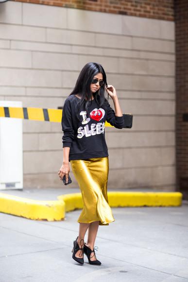 walk in wonderland blogger skirt shoes jewels top