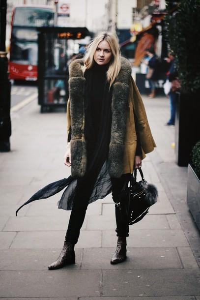 en vogue coop blogger scarf winter coat chelsea boots backpack coat brown fur coat black trousers black ankle boots black turtleneck top