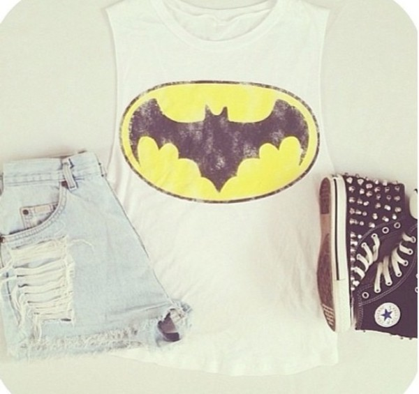 shoes converse High waisted shorts batman shirt