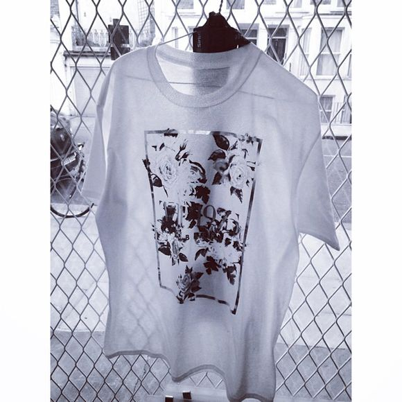 cool the 1975 robbers t-shirt the 1975 band the 1975 tshirt the 1975 shirt Tshirt flower print white black top the1975