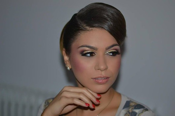 jewels earrings make-up eye makeup lipgloss blouse nail polish