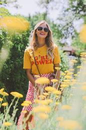 barefoot blonde,blogger,t-shirt,skirt,shoes,sunglasses,bag,make-up