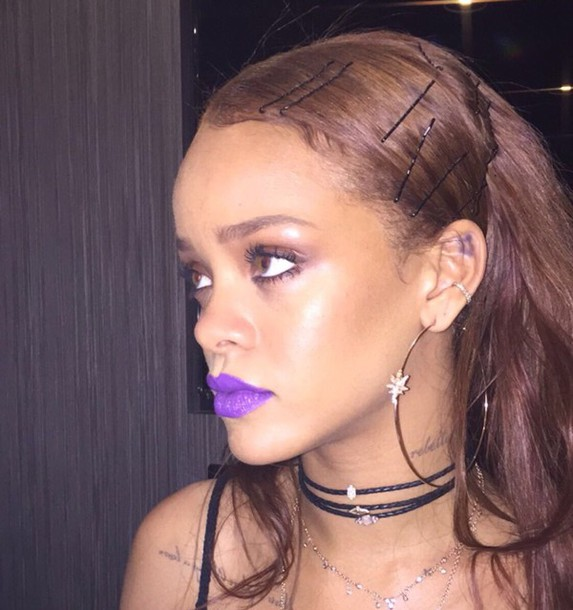 fierce rihanna deserves some accompaniment dangle hairstyle earrings s stylebistro the fashion these a gemstone dangling as over