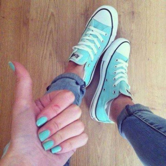 converse shoes summer outfits cool outfit boyfriend jeans jeans, boyfriend, cropped, light wash, denim destroyed boyfriend jeans, rihanna, denim, light blue pink, blue, print, flowers, crop top, crop, tops, nail polish