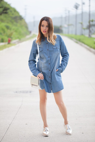 shoes zara zara shoes oxfords silver shoes denim dress shirt dress blue dress long sleeve dress bag white bag spring outfits