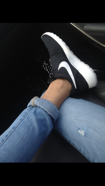nike roshe with jeans women's