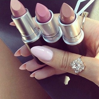 make-up lips lipstick beautiful colorful pink nude ring diamonds mac cosmetics hot jewels