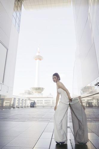 brown platform blogger jumpsuit jewels shoes minimalist white