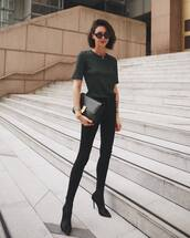 jeans,skinny jeans,black jeans,high heels boots,black t-shirt,leather clutch,sunglasses