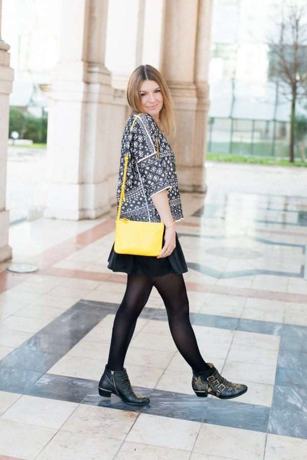 the working girl t-shirt jacket bag shoes jewels skirt scarf susanna boots chloe ankle boots buckles buckle boots black boots studded shoes mini skirt tights yellow bag top printed top